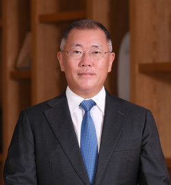 Euisun Chung was inaugurated as chairman of Hyundai Motor Group in October 2020